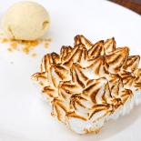 Ginger ice cream with baked Alaska ©www.ice-cream-magazine.com
