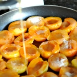 Apricots in caramel ©www.ice-cream-magazine.com