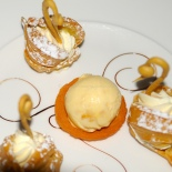 Ginger ice cream barquette and choux swans © www.inspiredcompany.com© www.ice-cream-magazine.com