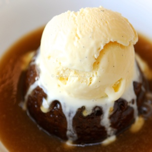 Hot Ginger steamed sponge pudding with vanilla ice cream © ice-cream-magazine.com