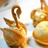 Choux swans with ginger ice cream barquettes©www.ice-cream-magazine.com