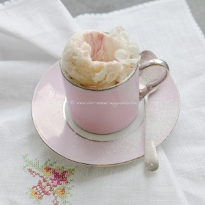 lilac ice cream © www.ice-cream-magazine.com