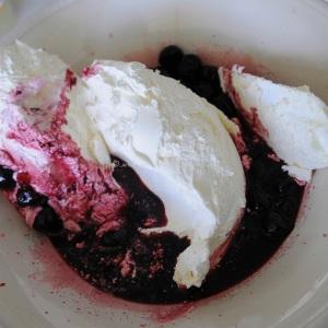 cherry meringue ice cream © www.ice-cream-magazine.com.4
