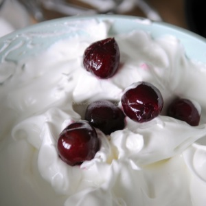 cherry meringue ice cream © www.ice-cream-magazine.com