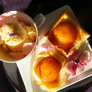peaches in fragrant rose syrup tuille .11 © www.ice-cream-magazine.com