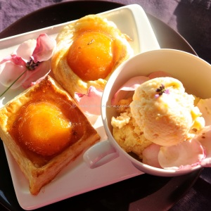 peaches in fragrant rose syrup tuille .17 © www.ice-cream-magazine.com