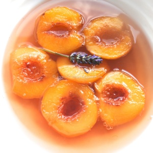 peaches in fragrant rose syrup tuille 30 © www.ice-cream-magazine.com