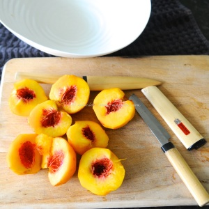 peaches in fragrant rose syrup tuille 6 © www.ice-cream-magazine.com