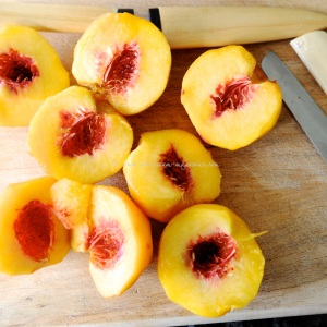 peaches in fragrant rose syrup tuille 7 © www.ice-cream-magazine.com