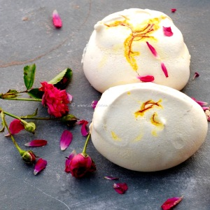 Saffron meringues, pistachio ice cream, rose syrup & sweet dukkah © www.ice-cream-magazine.com